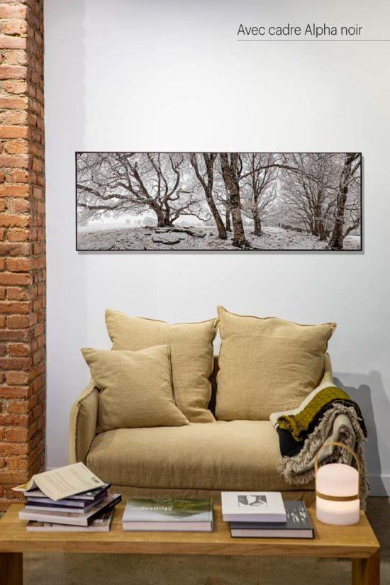 Arbres en hiver - Avec cadre noir (en option)