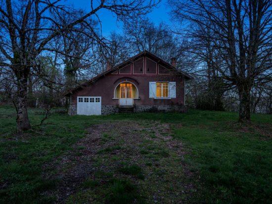 La petite maison au bord de la nationale - Tirage photo